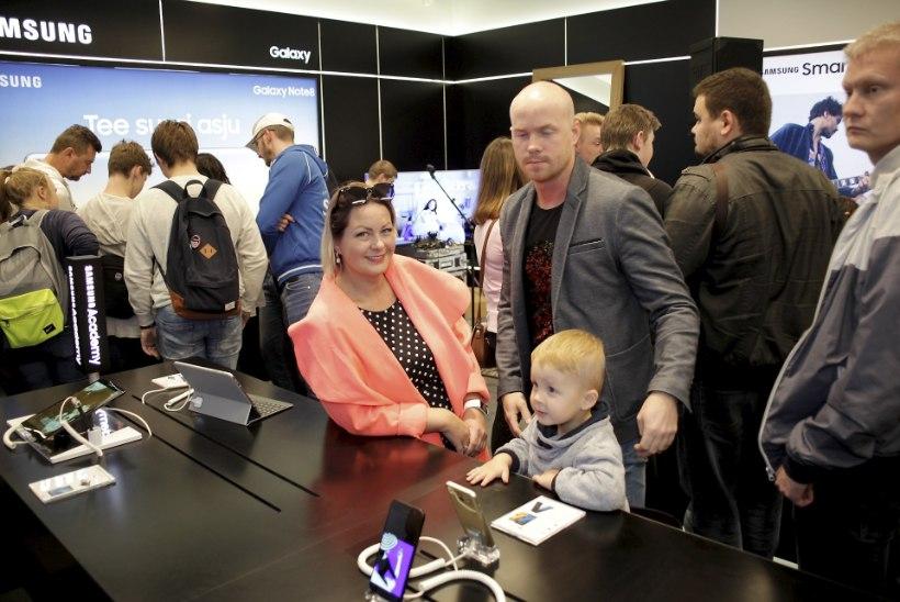 PILDID   Tipp ja Täpp käisid kaemas uusi mobiiltelefone, nutinõu jagas Laura Prits