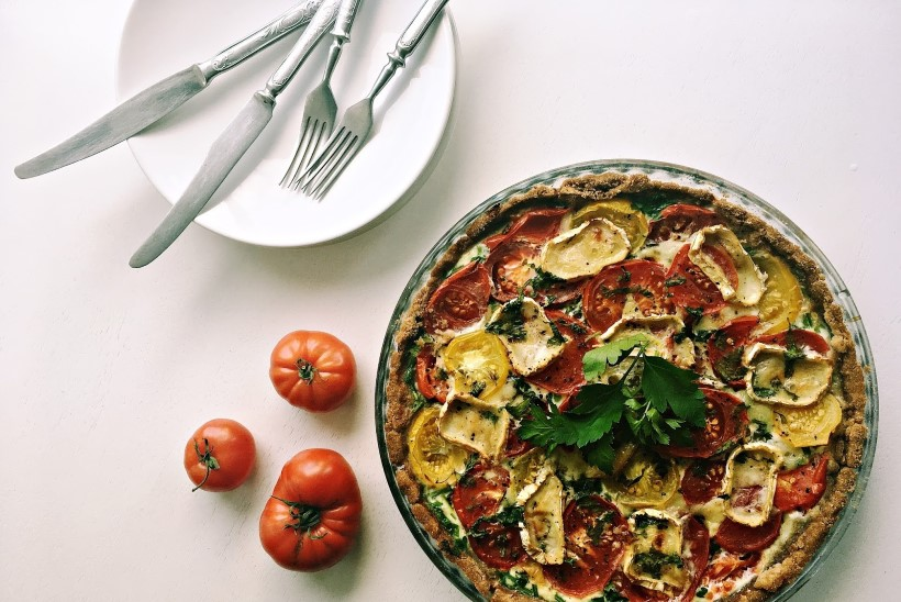 Mahlane ja maitsev õhtusöögiidee: tomati-kitsejuustupirukas