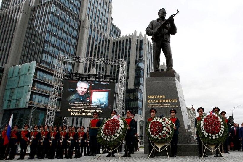 FOTOD | Moskvasse püstitati Mihhail Kalašnikovi auks monument