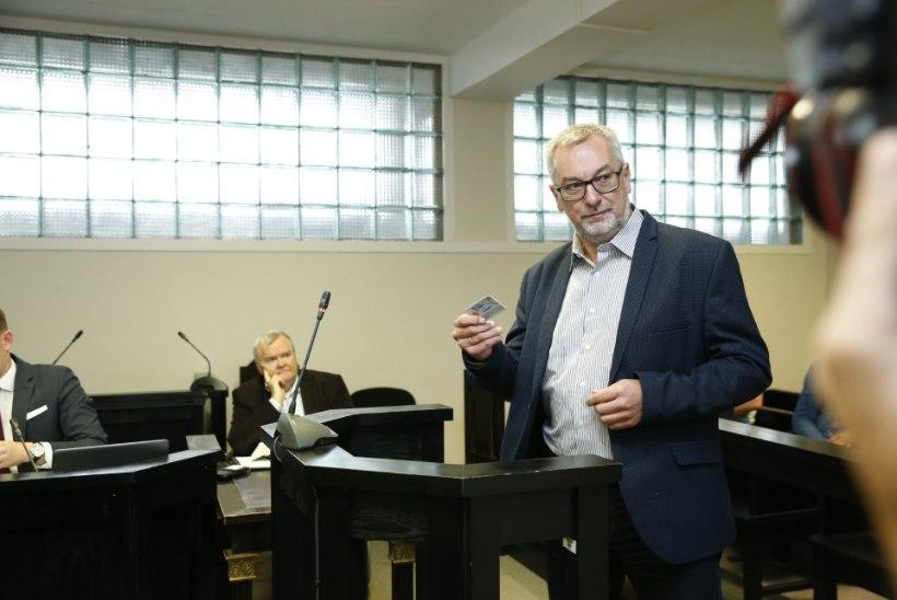 GALERII | SAVISAARE PROTSESS JÄTKUB: isa ja poeg Ain ja Sulev Seppik laenasid Savisaarele raha, mille ta kiiresti tagasi maksis