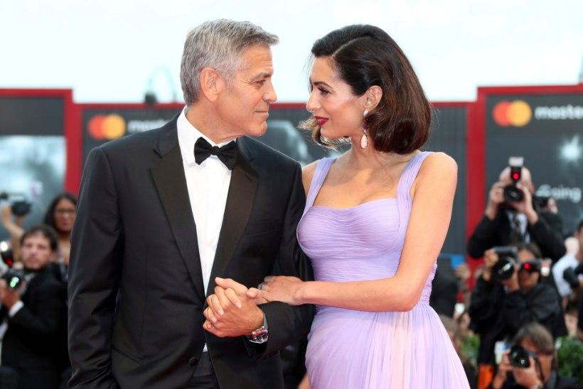 FOTOUUDIS | Kaksikute ema Amal Clooney näitas suurepärast rasedusjärgset vormi
