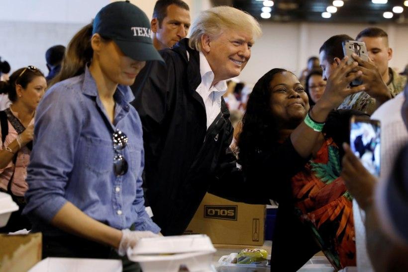 GALERII | VAID MAINEKUJUNDUSEKS? President Trump pani orkaaniohvrite abistamisele käe külge