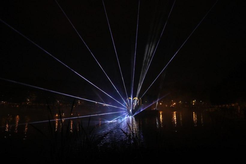 FOTOD   Tallinnas Kadriorus algas valgusfestival