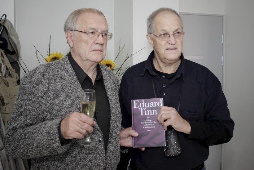 PILDID JA VIDEO | Ööklubi Teater omanike Joosep ja Platon Tinni isa esitles põnevat raamatut