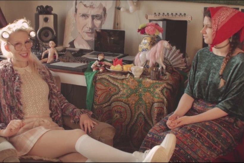 VIDEO | Kõmuline ja kuum naisräppar Tiiu kehastub uues videos vanatädiks