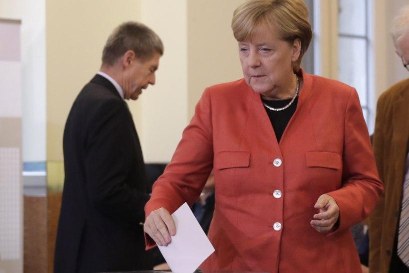 Merkel moodustab Saksamaa uue valitsuse kolmest parteist?