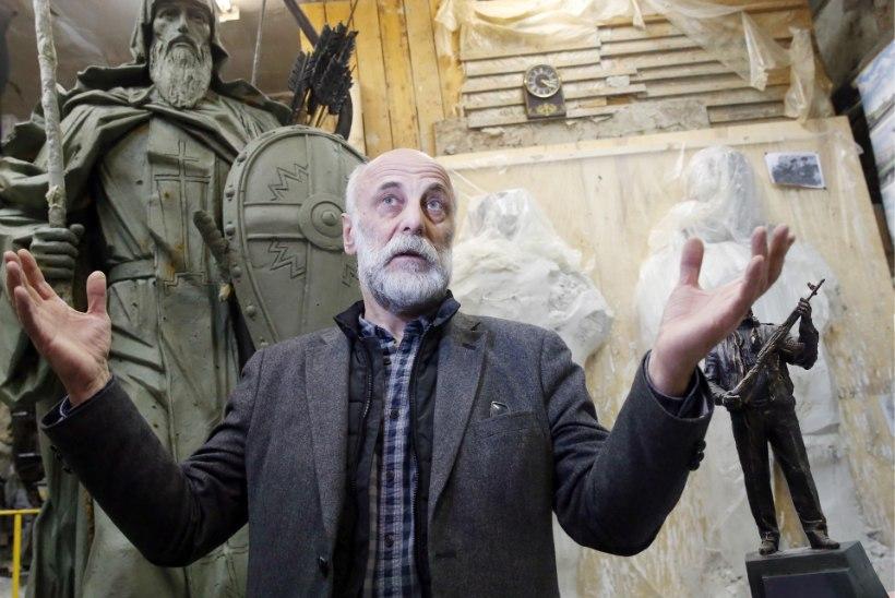 VALUS LÄBIKUKKUMINE: Kalašnikovi ausambal ilutses natsi-Saksamaa automaat