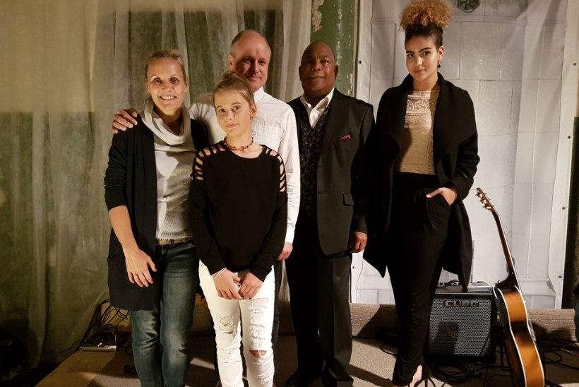 PILDID | Dave Bentoni ja tema tütre Sissi heategevuslik kontsert sai Kirna mõisa restaureerimise avalöögiks