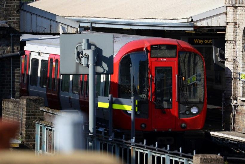 Väike akuplahvatus põhjustas Londoni metroos paanikat