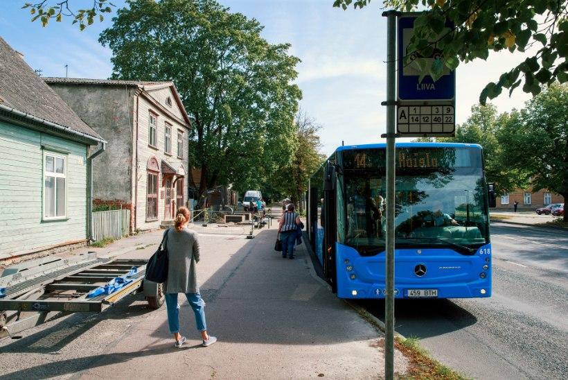 Pärnus pressiti bussiootepaviljoni otse majaukse ette – omanikku hoiatamata!