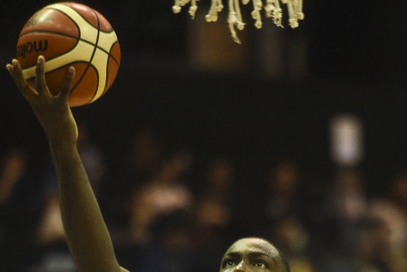 VIDEO   NBA tähtedeta USA sammus kaotusekibedust tundmata oma mandri meistriks