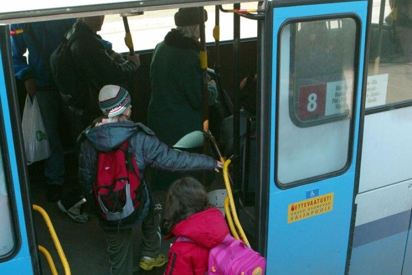 Sappi täis bussijuht kostitas koolilast rämedasõnalise sõimuga