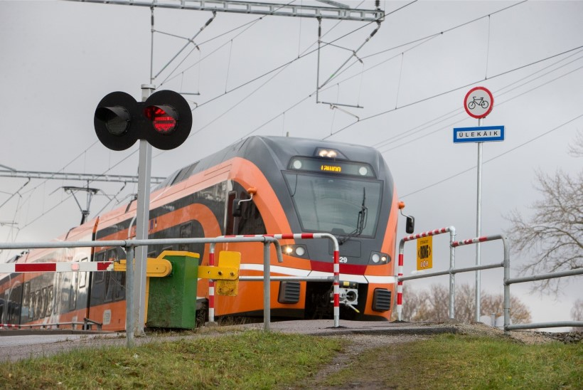 SADA SÜNDMUST, MIS MÕJUTASID EESTIT   53. koht: Eesti rongi- ja parvlaevaliikluse uus tulemine