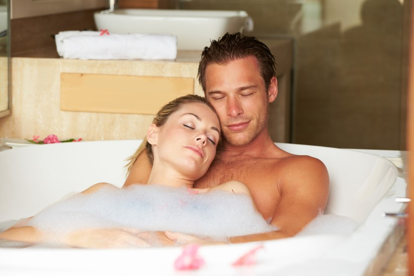 Viis head põhjust, miks täna õhtul koos kallimaga soojas vannis mõnuleda