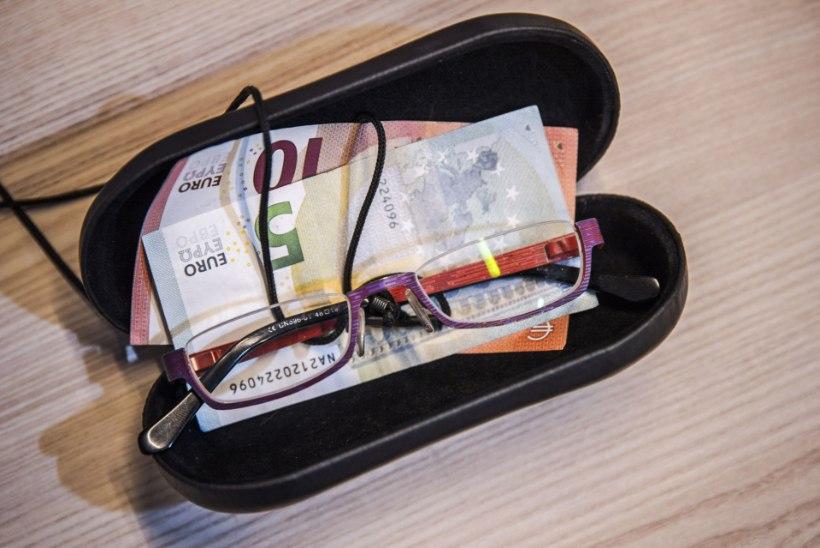 Pensionärist võlgnikule jääb pärast kohtutäituri külaskäiku vaid korisev kõht