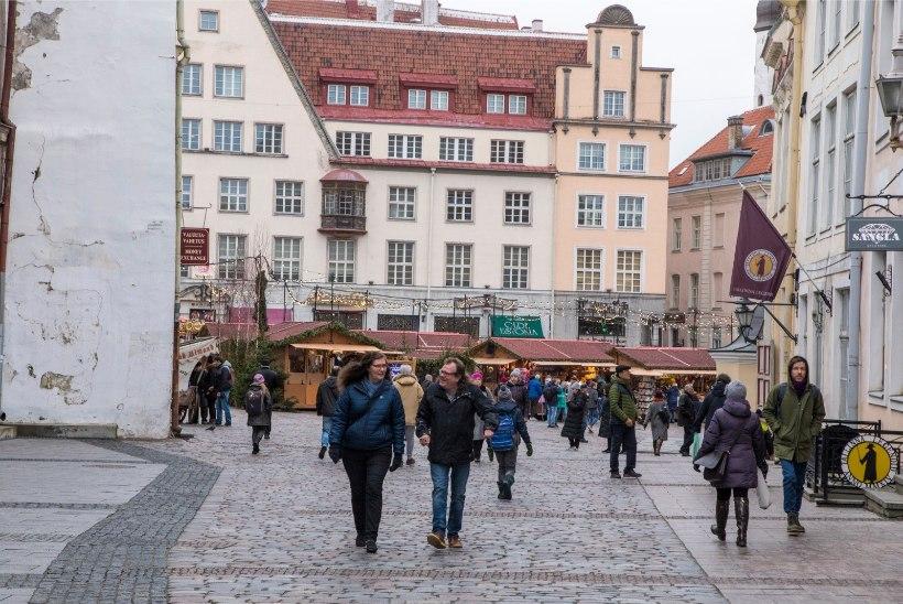 Turistihordid ummistavad Tallinna tänavaid ja tõstavad hindu, kuid kohalik ei nurise