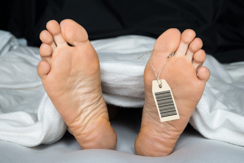 USKUMATU! Surnuks tunnistatud mees ärkas lahkamise eel laibakotis