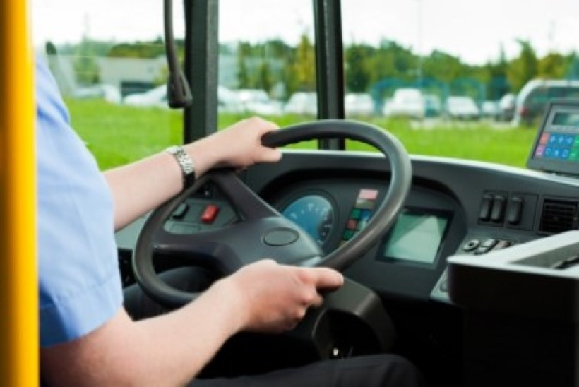 Пьяные пассажиры напали на водителей автобуса Тарту-Рига