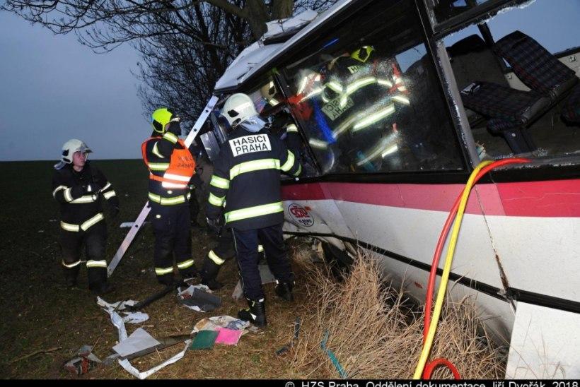 Praha eeslinnas sai bussiõnnetuses surma kolm inimest