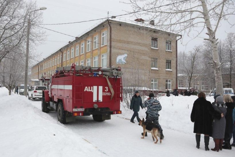 FOTOD | Permis toimus koolipussitamine, viga sai 14 õpilast ja õpetaja