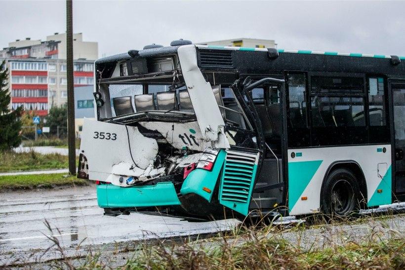 """FOTO   Pahane bussireisija: """"Miks tropid mitu istekohta enda alla võtavad?"""""""