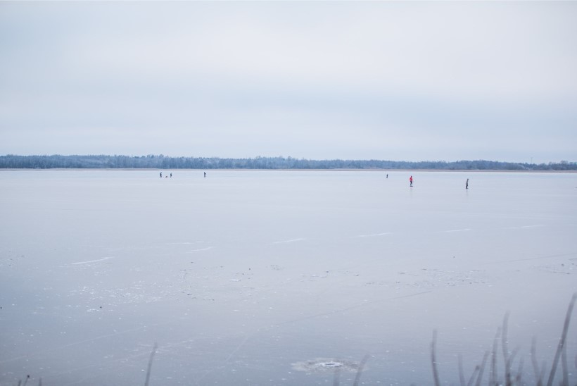 KALAMEHED, RÕÕMUSTAGE! Tänasest on lubatud minna jalgsi Peipsi järve jääle