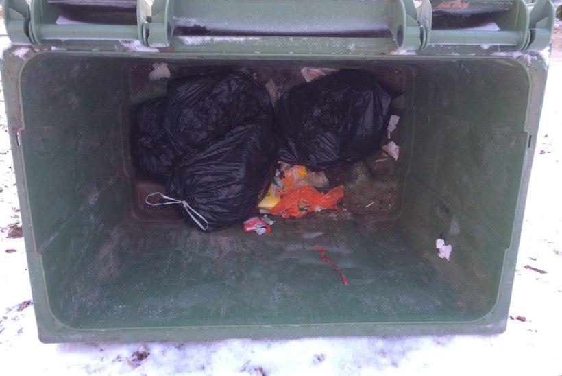 MIS TOIMUB? | Prügikasti kinni külmunud jäätmeid minema ei viidud