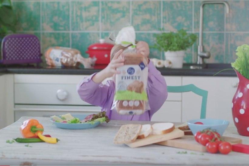 Mida arvab väikese hiiglase skandaalist Fazer, kelle reklaamis poiss saia müüb?
