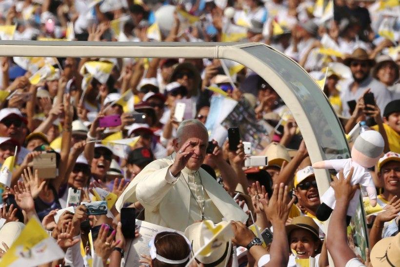 FOTOD | Paavst pidas Limas avaliku missa, millele saabus üle miljoni inimese