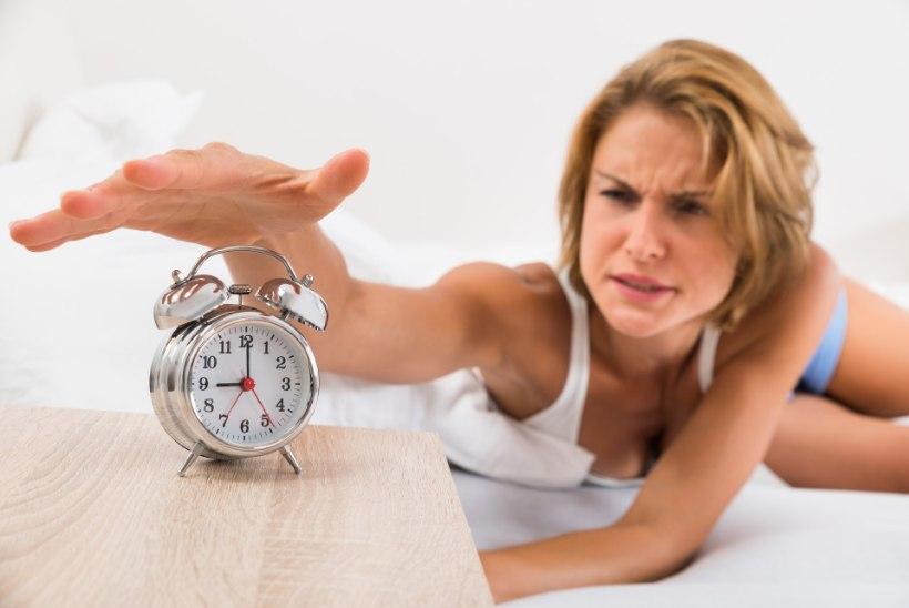 Unearstid soovitavad kella keeramisest loobuda