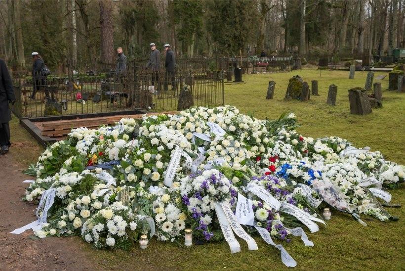 Tallinn hakkab maksma matusetoetust