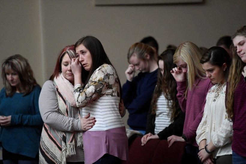 Kentucky koolitulistamine: vaikne maakoht leinab hukkunud teismelisi