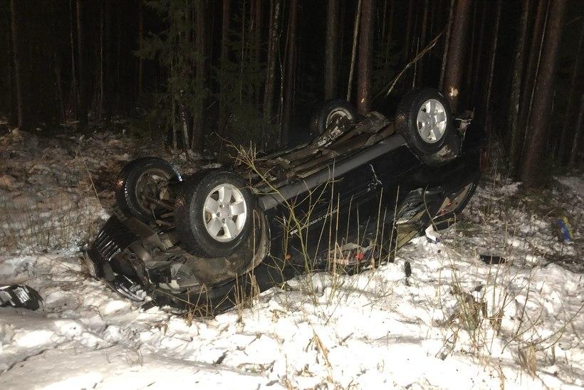 FOTOD | Raplamaal hukkus teelt välja sõitnud autojuht
