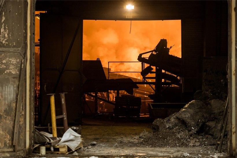 FOTOD JA VIDEOD | Tallinnas Ülemistes põles tööstushoone, mis levitas mürgist suitsu