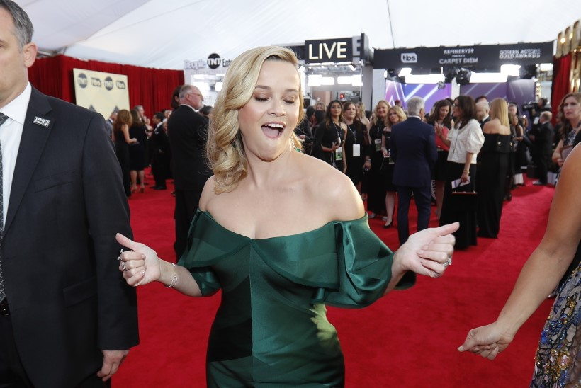 Hollywoodi kaunitaril Reese Witherspoonil on kolm jalga?!