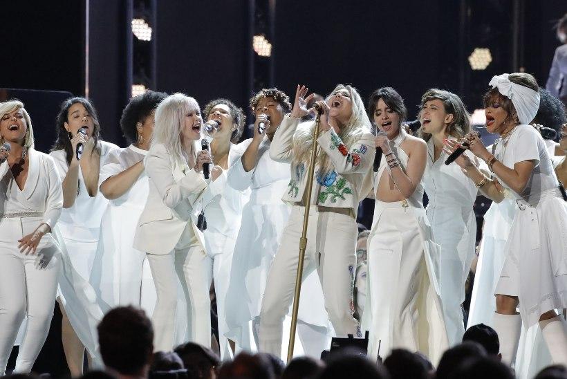 VIDEO | Valukarje südamepõhjast pani nutma nii Kesha kui ka publiku