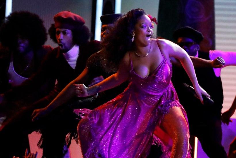 VIDEO | Rihanna büst ähvardas hoogsa tantsu peale välja vupsata