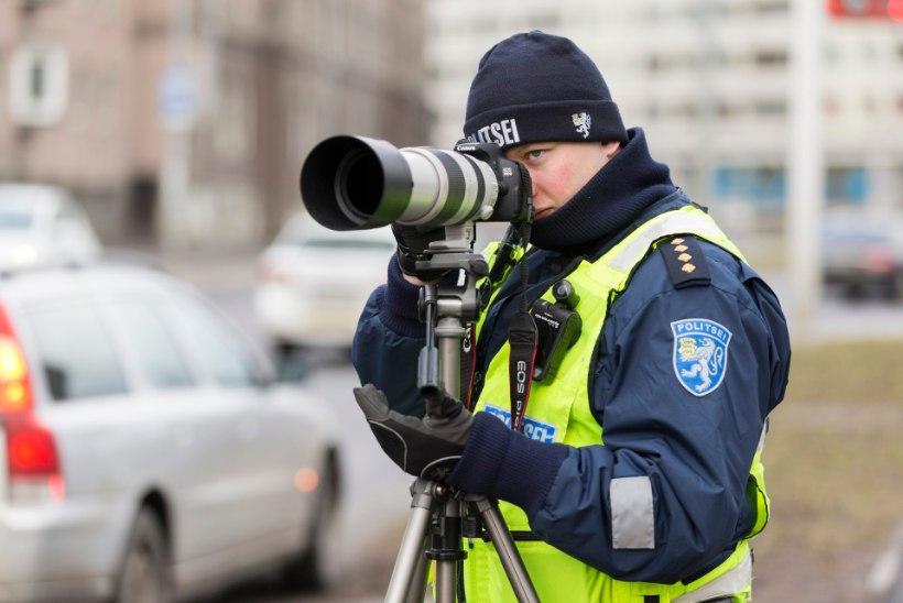 Politsei: liiga aeglaselt sõitvale inimesele võib patrulli kutsuda