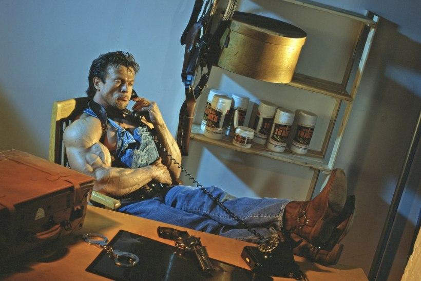 Meie oma Schwarzenegger!? Eesti aegade parima kulturisti metsik elu: kaklus KGBga, valeabielu ning Mr. Universumi tiitel!