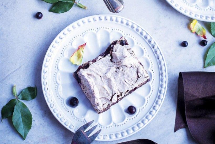 Šokolaadi-beseekook mustade sõstardega