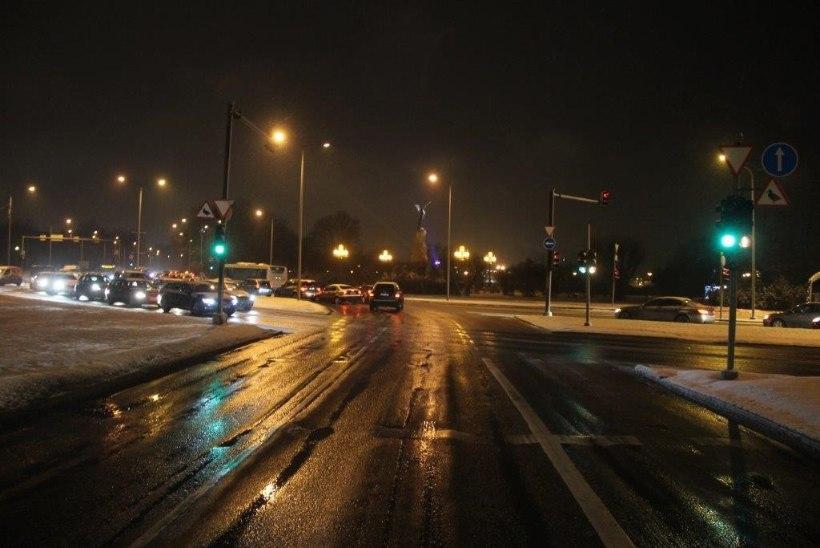Politsei otsib Tallinnas juhtunud bussi ja auto kokkupõrke pealtnägijaid