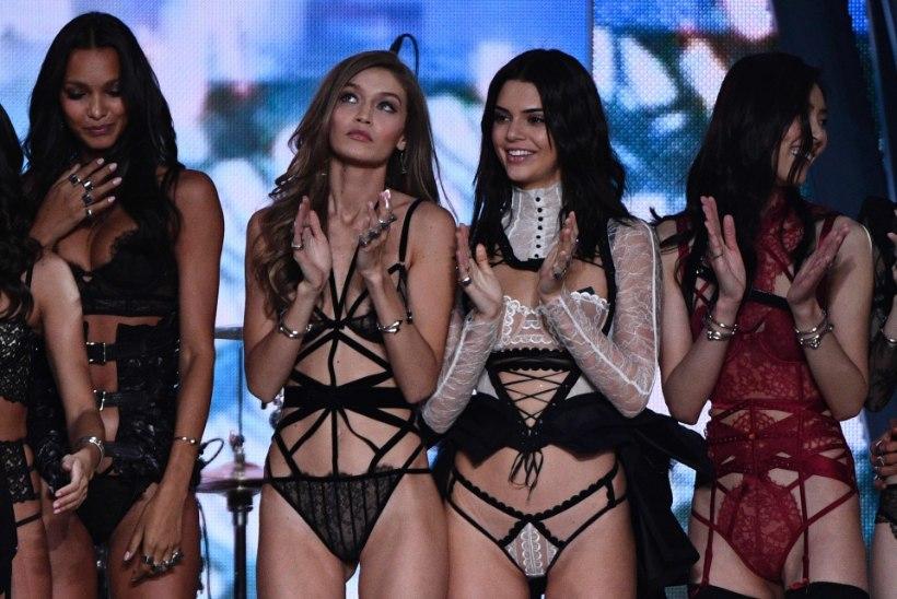 Õeksed Gigi ja Bella Hadid poseerivad Vogue'is ihualasti teineteise kaisus