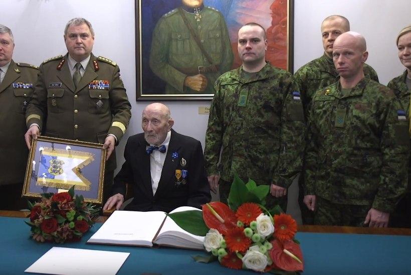 FOTO   Kindral Terras õnnitles Raua tänava lahingu veterani 100. sünnipäeva puhul