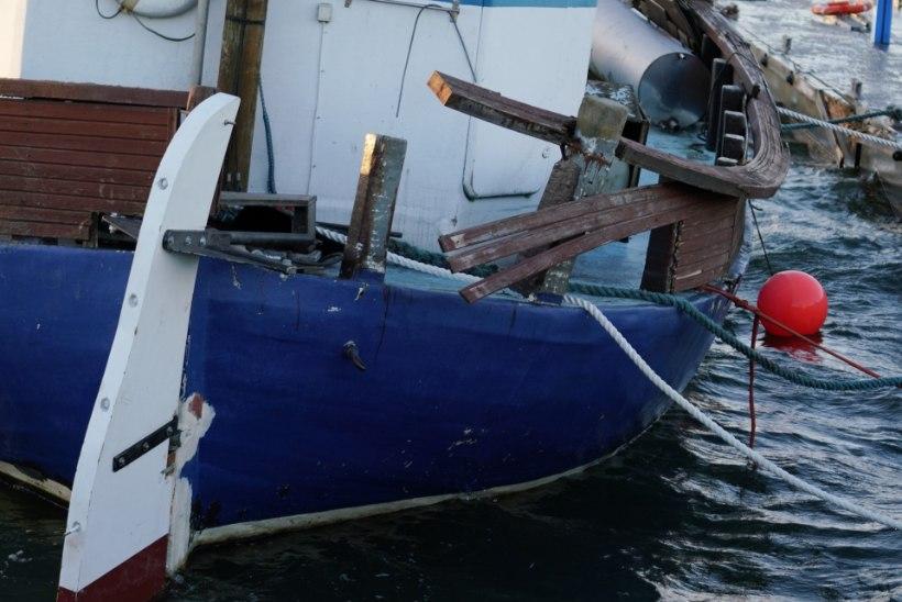 GALERII   Torm rappis vette jäetud väikelaevu