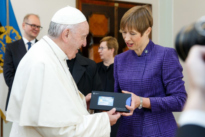 E-resident Franciscus: Eesti politseil ei ole paavsti sõrmejälgi