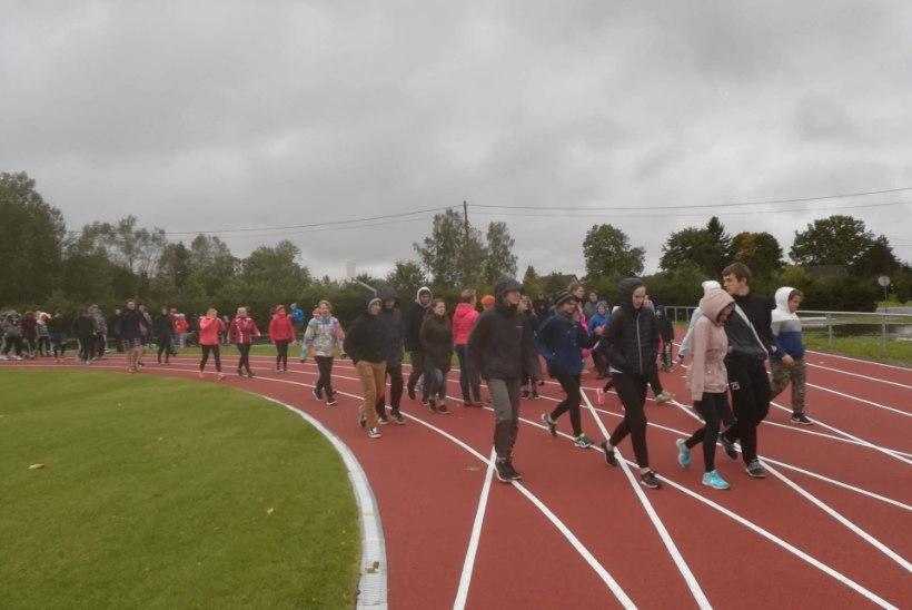 TÄHED VÕIVAD SÜNDIDA IGAL POOL: Võnnu keskkooli uhiuue staadioni avab tippkergejõustiklane!