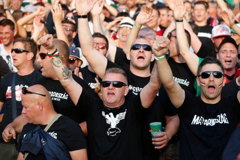 VIDEO | Ungari jalgpallifännid üritasid end jõuga Lilleküla staadionile pressida