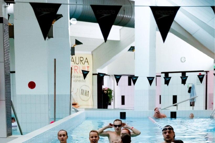 GALERII   NUKU näitlejad harjutasid vee all toimuvaks jõuluetenduseks