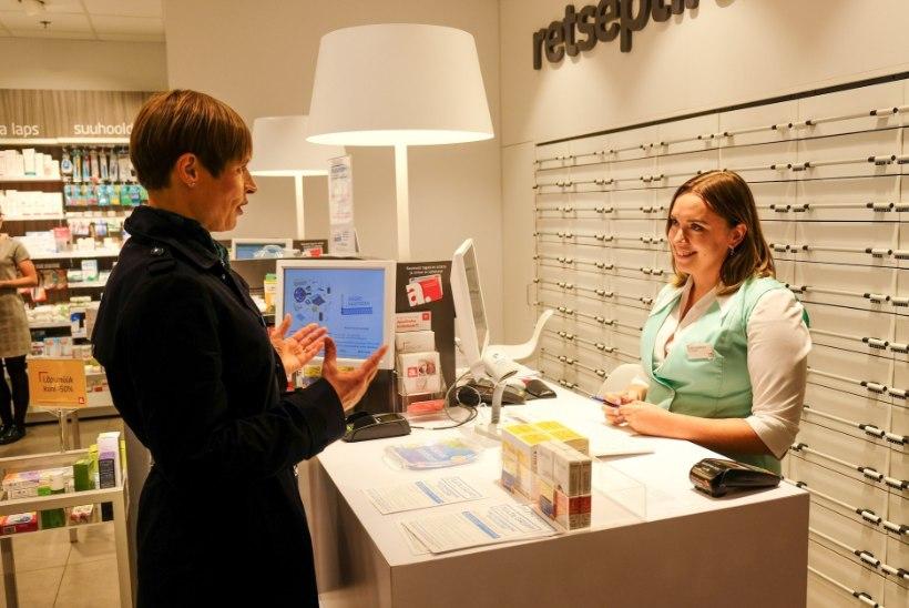 FOTO | EESKUJUKS KÕIGILE: president Kaljulaid käis end apteegis vaktsineerimas