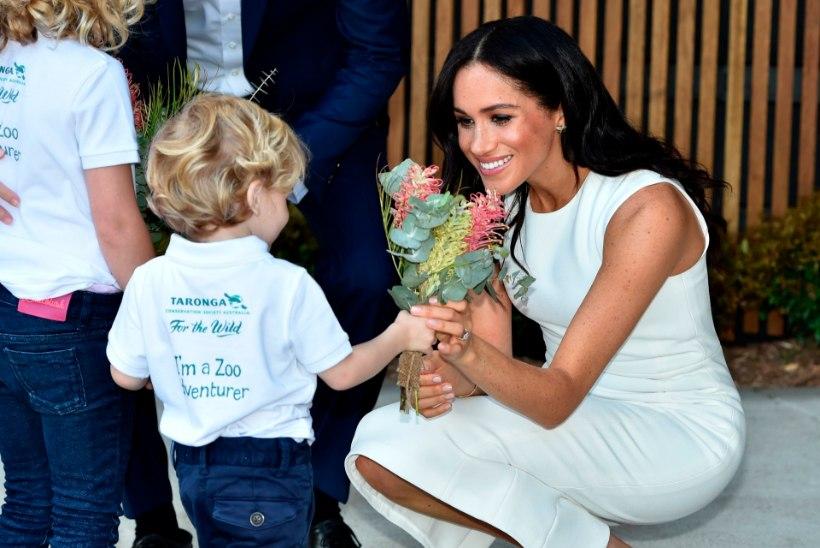 Meghan ilmus pärast rasedusuudist avalikkuse ette lumivalges - ja viitega Dianale